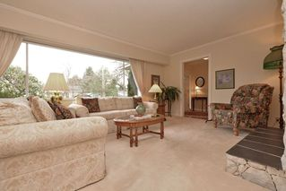 "Photo 3: 914 RUNNYMEDE Avenue in Coquitlam: Coquitlam West House for sale in ""COQUITLAM WEST"" : MLS®# R2032376"
