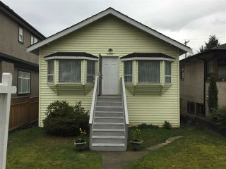 Photo 1: 2587 E 28 Avenue in Vancouver: Collingwood VE House for sale (Vancouver East)  : MLS®# R2036060
