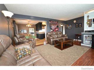 Photo 5: 4910 SHERWOOD Drive in Regina: Regent Park Single Family Dwelling for sale (Regina Area 02)  : MLS®# 565264