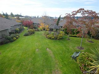Photo 8: 18 126 Hallowell Road in VICTORIA: VR Glentana Townhouse for sale (View Royal)  : MLS®# 371091
