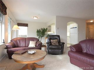 Photo 4: 18 126 Hallowell Road in VICTORIA: VR Glentana Townhouse for sale (View Royal)  : MLS®# 371091