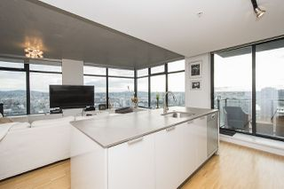 """Photo 2: 2704 108 W CORDOVA Street in Vancouver: Downtown VW Condo for sale in """"Woodwards W32"""" (Vancouver West)  : MLS®# R2133332"""