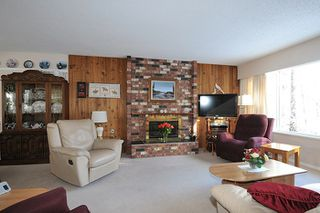 Photo 2: 1656 CONNAUGHT Drive in Port Coquitlam: Lower Mary Hill House for sale : MLS®# R2137362