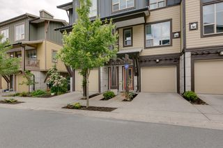 "Photo 1: 38344 EAGLEWIND Boulevard in Squamish: Downtown SQ Townhouse for sale in ""Eaglewind-Streams"" : MLS®# R2178583"