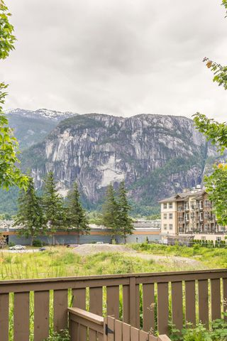 "Photo 24: 38344 EAGLEWIND Boulevard in Squamish: Downtown SQ Townhouse for sale in ""Eaglewind-Streams"" : MLS®# R2178583"