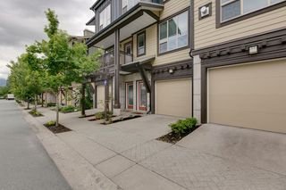 "Photo 2: 38344 EAGLEWIND Boulevard in Squamish: Downtown SQ Townhouse for sale in ""Eaglewind-Streams"" : MLS®# R2178583"