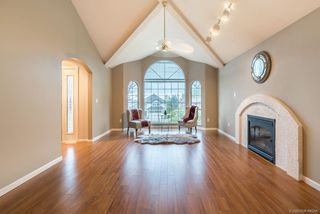 Photo 2: 2605 SANDSTONE Court in Coquitlam: Westwood Plateau House for sale : MLS®# R2234370