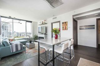 """Photo 2: 1908 68 SMITHE Street in Vancouver: Downtown VW Condo for sale in """"1 PACIFIC"""" (Vancouver West)  : MLS®# R2244187"""
