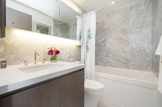 """Photo 11: 1908 68 SMITHE Street in Vancouver: Downtown VW Condo for sale in """"1 PACIFIC"""" (Vancouver West)  : MLS®# R2244187"""