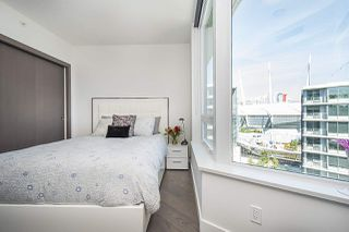 """Photo 9: 1908 68 SMITHE Street in Vancouver: Downtown VW Condo for sale in """"1 PACIFIC"""" (Vancouver West)  : MLS®# R2244187"""