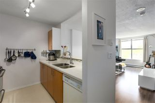"""Photo 4: 305 5288 MELBOURNE Street in Vancouver: Collingwood VE Condo for sale in """"Emerald Park Place"""" (Vancouver East)  : MLS®# R2270744"""