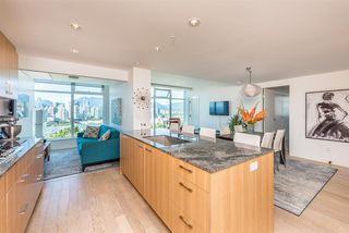 Photo 2: 1503 2411 HEATHER Street in Vancouver: Fairview VW Condo for sale (Vancouver West)  : MLS®# R2290956