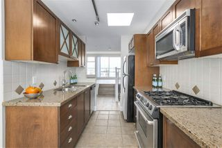 """Photo 4: 401 3637 W 17TH Avenue in Vancouver: Dunbar Townhouse for sale in """"HIGHBURY HOUSE"""" (Vancouver West)  : MLS®# R2311550"""