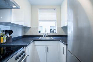 "Photo 7: 702 1219 HARWOOD Street in Vancouver: West End VW Condo for sale in ""CHELSEA"" (Vancouver West)  : MLS®# R2313439"