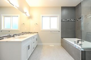 Photo 4: 9534 71 Avenue in Edmonton: Zone 17 House for sale : MLS®# E4144029