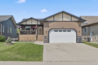 Photo 1: 5912 Meadow Way: Cold Lake House for sale : MLS®# E4151196