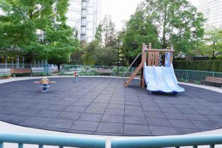 """Photo 8: 502 1033 MARINASIDE Crescent in Vancouver: Yaletown Condo for sale in """"QUAY WEST"""" (Vancouver West)  : MLS®# R2365826"""