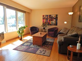 Photo 2: 3 Wakefield Bay in Winnipeg: House for sale : MLS®# 1824195