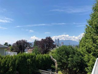 """Photo 10: 5185 WOODSWORTH Street in Burnaby: Greentree Village House for sale in """"DOUGLAS-GILPIN BURNABY SOUTH"""" (Burnaby South)  : MLS®# R2382918"""