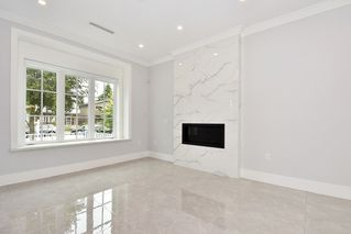 Photo 2: 460 E 54TH Avenue in Vancouver: South Vancouver House for sale (Vancouver East)  : MLS®# R2385411