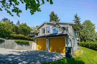 Photo 1: 2217 HILLSIDE Avenue in Coquitlam: Cape Horn House for sale : MLS®# R2387517