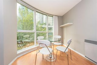 Photo 3: 208 588 BROUGHTON Street in Vancouver: Coal Harbour Condo for sale (Vancouver West)  : MLS®# R2392372