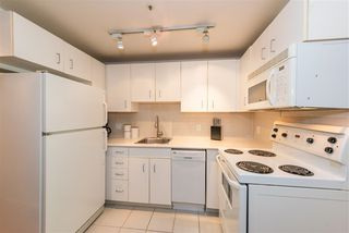Photo 4: 208 588 BROUGHTON Street in Vancouver: Coal Harbour Condo for sale (Vancouver West)  : MLS®# R2392372