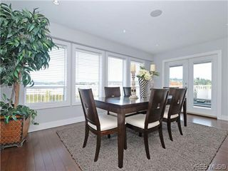 Photo 5: 800 Summerwood Pl in VICTORIA: SE Broadmead House for sale (Saanich East)  : MLS®# 695460