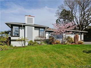 Photo 1: 800 Summerwood Pl in VICTORIA: SE Broadmead House for sale (Saanich East)  : MLS®# 695460