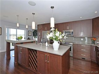 Photo 8: 800 Summerwood Pl in VICTORIA: SE Broadmead House for sale (Saanich East)  : MLS®# 695460