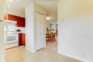 Photo 10: 2 14855 100 Avenue in Surrey: Guildford Townhouse for sale (North Surrey)  : MLS®# R2146975