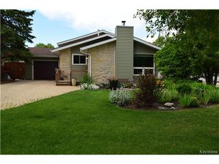 Photo 1: 27 Lake Albrin Bay in Winnipeg: Waverley Heights Residential for sale (1L)  : MLS®# 1706470