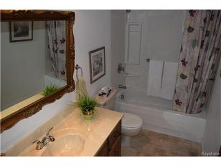 Photo 11: 27 Lake Albrin Bay in Winnipeg: Waverley Heights Residential for sale (1L)  : MLS®# 1706470