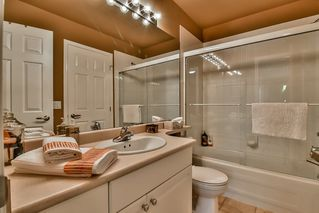 "Photo 17: 13 17917 68 Avenue in Surrey: Cloverdale BC Townhouse for sale in ""WEYBRIDGE LANE"" (Cloverdale)  : MLS®# R2170023"
