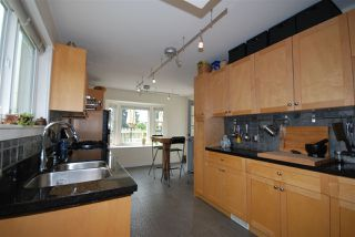 Photo 5: 1921 LAKEWOOD DRIVE in Vancouver: Grandview VE House for sale (Vancouver East)  : MLS®# R2195198