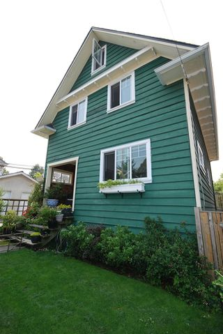 Photo 2: 1921 LAKEWOOD DRIVE in Vancouver: Grandview VE House for sale (Vancouver East)  : MLS®# R2195198