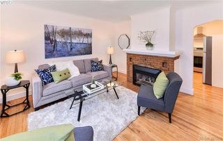 Photo 3: 431 Davida Ave in VICTORIA: SW Gorge House for sale (Saanich West)  : MLS®# 778826