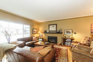 Photo 4: 3811 ROYALMORE Avenue in Richmond: Seafair House for sale : MLS®# R2244352