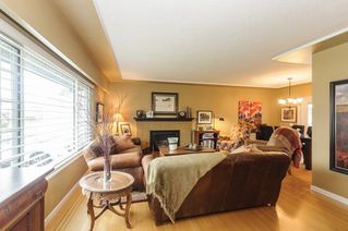Photo 3: 3811 ROYALMORE Avenue in Richmond: Seafair House for sale : MLS®# R2244352
