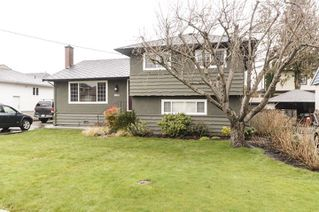 Photo 2: 3811 ROYALMORE Avenue in Richmond: Seafair House for sale : MLS®# R2244352