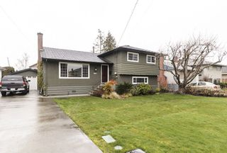 Photo 1: 3811 ROYALMORE Avenue in Richmond: Seafair House for sale : MLS®# R2244352