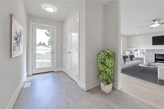 Photo 12: 5719 LODGE Crescent SW in Calgary: Lakeview House for sale : MLS®# C4193441
