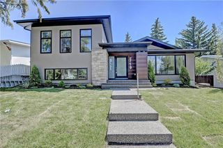 Photo 1: 5719 LODGE Crescent SW in Calgary: Lakeview House for sale : MLS®# C4193441