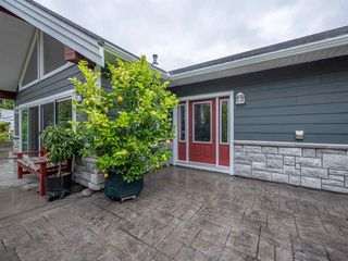 Main Photo: 6323 ORACLE Road in Sechelt: Sechelt District House for sale (Sunshine Coast)  : MLS®# R2307050