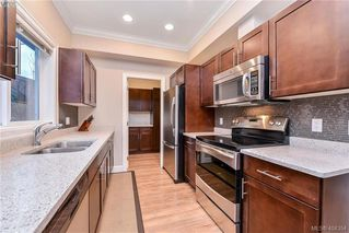 Photo 9: 680 Strandlund Ave in VICTORIA: La Mill Hill Row/Townhouse for sale (Langford)  : MLS®# 803440
