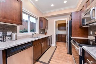 Photo 8: 680 Strandlund Ave in VICTORIA: La Mill Hill Row/Townhouse for sale (Langford)  : MLS®# 803440