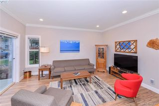 Photo 4: 680 Strandlund Ave in VICTORIA: La Mill Hill Row/Townhouse for sale (Langford)  : MLS®# 803440
