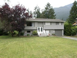 Photo 1: 65933 PARK Avenue in Hope: Hope Kawkawa Lake House for sale : MLS®# R2377604