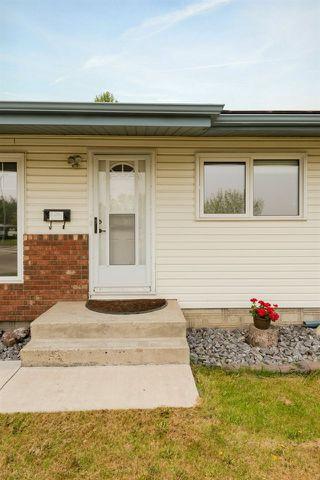 Photo 2: 6419 103A Avenue in Edmonton: Zone 19 House for sale : MLS®# E4160893