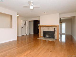 Photo 2: 540 Whiteside St in VICTORIA: SW Tillicum House for sale (Saanich West)  : MLS®# 827754